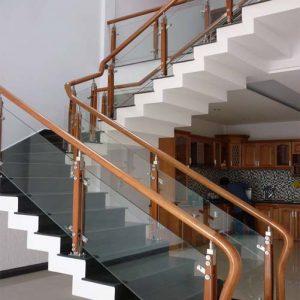 Lắp lan can cầu thang kính tại Hải Phòng